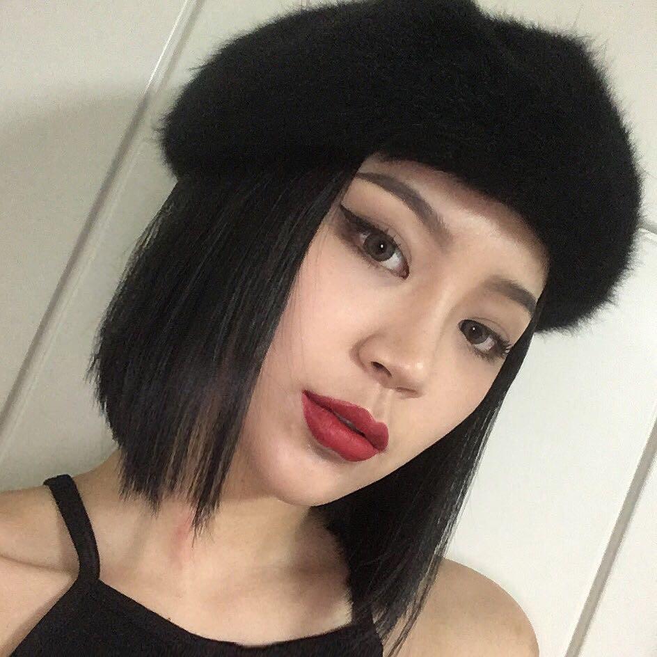 90% tủ đồ là màu đen với toàn món basic mà cô nàng Hàn Quốc này diện đồ đẹp phát mê - Ảnh 1.