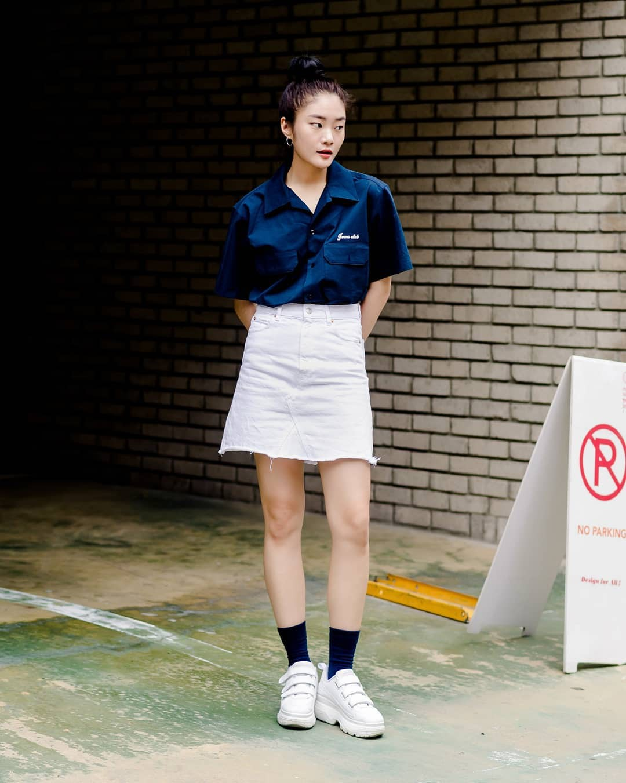Ngày nóng chẳng thiết tha ăn vận lồng lộn, bạn cứ mix đồ mát mẻ mà chất như giới trẻ Hàn là chuẩn khỏi chỉnh - Ảnh 1.
