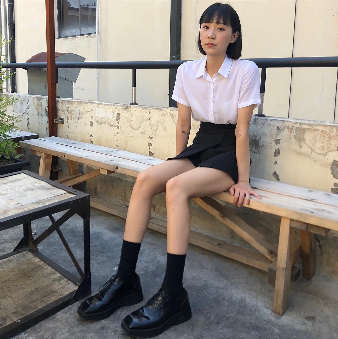 90% tủ đồ là màu đen với toàn món basic mà cô nàng Hàn Quốc này diện đồ đẹp phát mê - Ảnh 7.