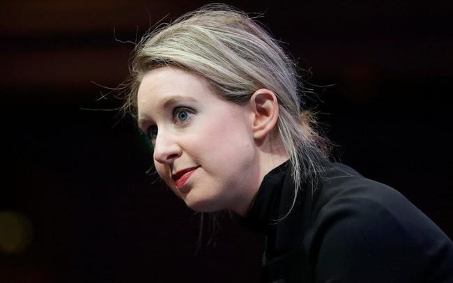 Tài sản từ 4,5 tỷ USD tụt về con số 0, cựu nữ tỷ phú tự thân trẻ nhất thế giới rút khỏi ghế CEO trong ê chề vì lừa đảo - Ảnh 1.