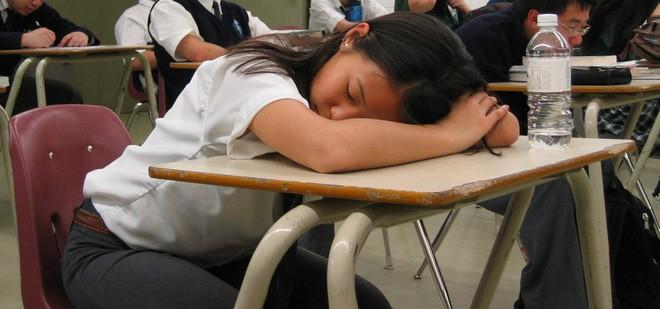 Để mặc học sinh ngủ gật trong giờ học, thầy giáo Mỹ đưa ra một lý do khiến nhiều người nể phục - Ảnh 3.