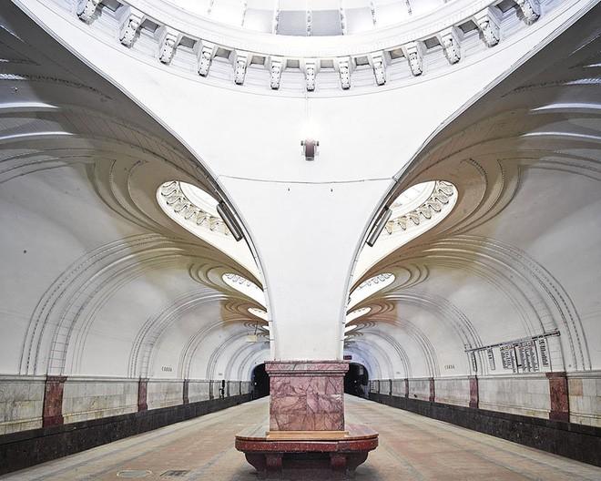 Chùm ảnh: Ngắm nhìn vẻ đẹp nguy nga như cung điện dưới lòng đất của các ga tàu điện ngầm ở Nga - Ảnh 9.