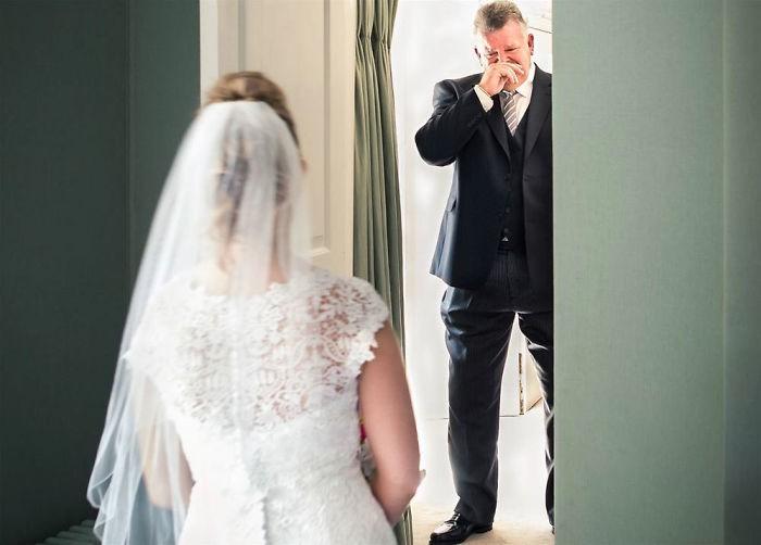 Những hình ảnh xúc động chứng minh rằng, người đàn ông hạnh phúc nhất trong ngày cưới chính là bố của cô dâu 9