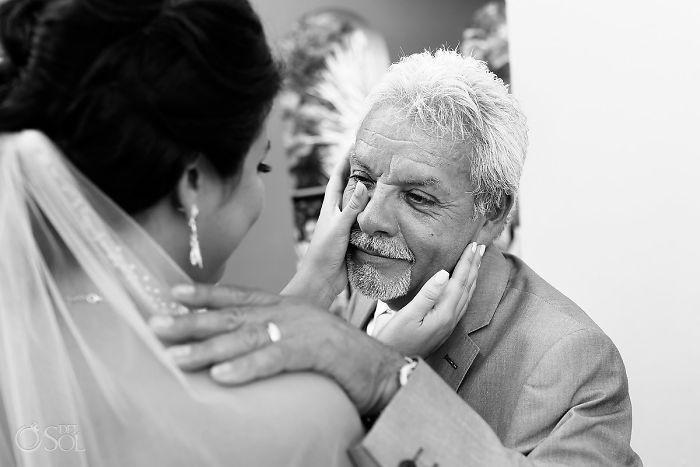 Những hình ảnh xúc động chứng minh rằng, người đàn ông hạnh phúc nhất trong ngày cưới chính là bố của cô dâu 10