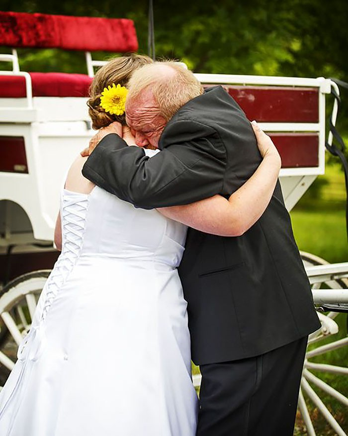 Những hình ảnh xúc động chứng minh rằng, người đàn ông hạnh phúc nhất trong ngày cưới chính là bố của cô dâu 12