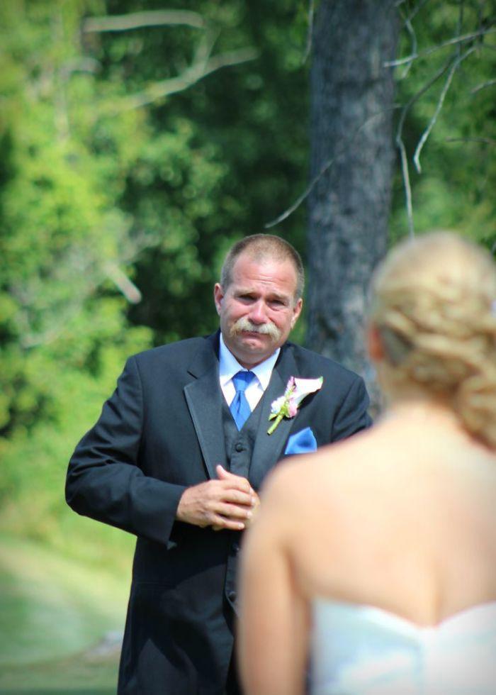 Những hình ảnh xúc động chứng minh rằng, người đàn ông hạnh phúc nhất trong ngày cưới chính là bố của cô dâu 13