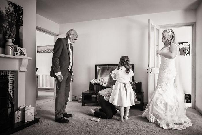 Những hình ảnh xúc động chứng minh rằng, người đàn ông hạnh phúc nhất trong ngày cưới chính là bố của cô dâu 14