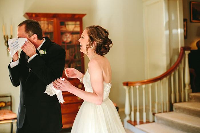 Những hình ảnh xúc động chứng minh rằng, người đàn ông hạnh phúc nhất trong ngày cưới chính là bố của cô dâu 15