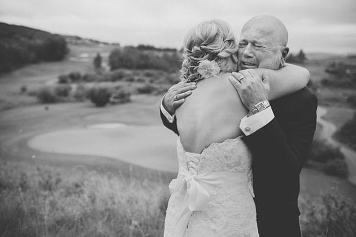 Những hình ảnh xúc động chứng minh rằng, người đàn ông hạnh phúc nhất trong ngày cưới chính là bố của cô dâu 22