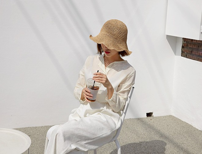 Loạt kiểu quần trắng dễ mặc, dễ đẹp mà các nàng cần sắm cho bằng được trong hè này - Ảnh 1.