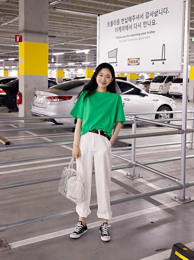 Loạt kiểu quần trắng dễ mặc, dễ đẹp mà các nàng cần sắm cho bằng được trong hè này - Ảnh 3.