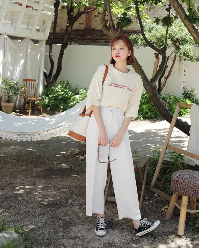 Loạt kiểu quần trắng dễ mặc, dễ đẹp mà các nàng cần sắm cho bằng được trong hè này - Ảnh 4.