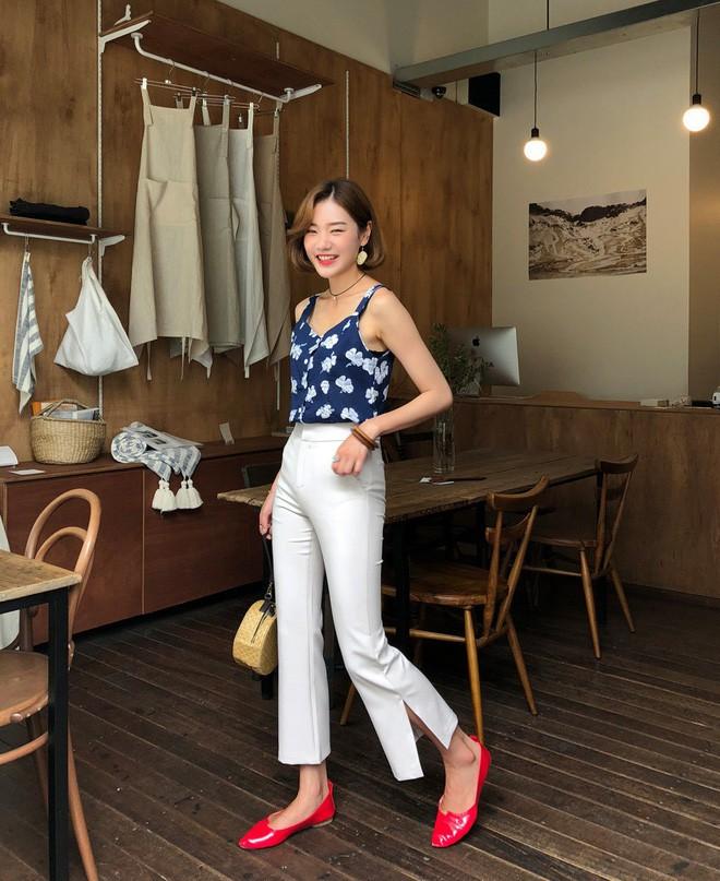 Loạt kiểu quần trắng dễ mặc, dễ đẹp mà các nàng cần sắm cho bằng được trong hè này - Ảnh 6.