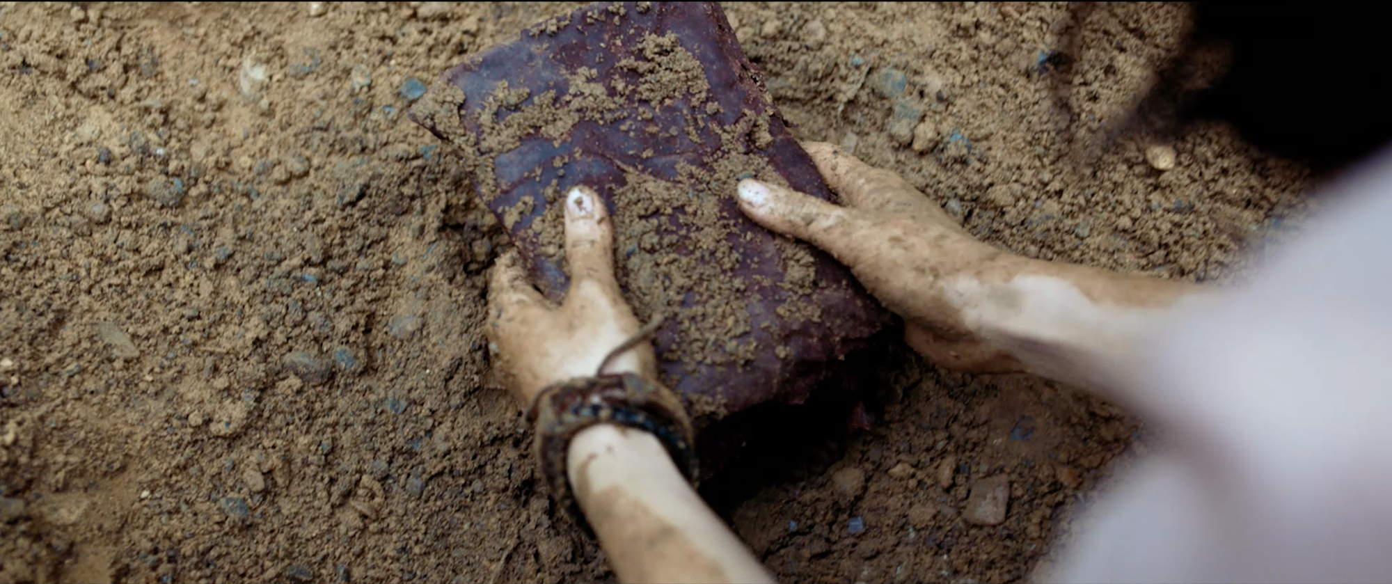 Ả đào Jun Vũ hứa hẹn lột xác bằng cảnh nóng với Quách Ngọc Ngoan trong Người Bất Tử - Ảnh 3.
