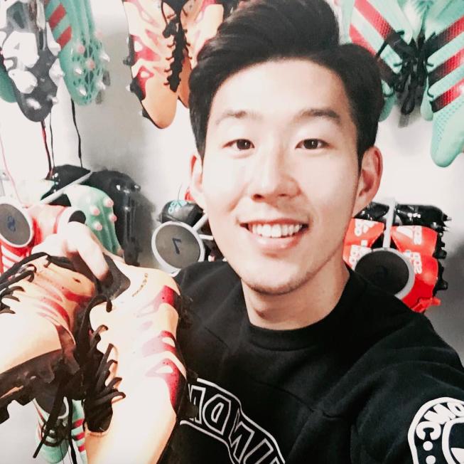 Cầu thủ Hàn Quốc Son Heung-min siêu dễ thương với đôi mắt một mí - Ảnh 9.