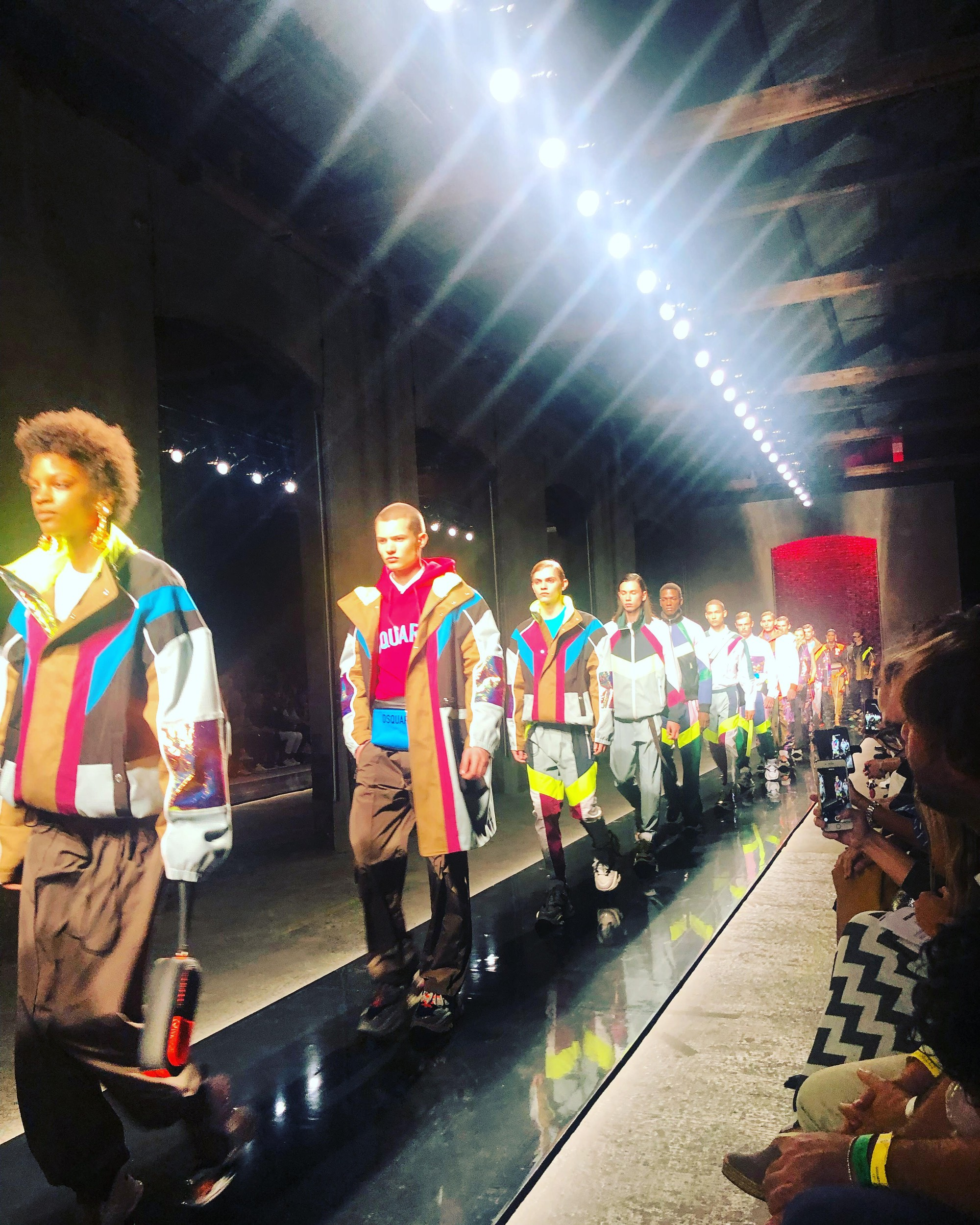 Võ Cảnh được mời dự show, Vũ Khắc Tiệp ngồi hàng ghế đầu trong show Dsquared2 tại Tuần lễ thời trang nam Milan 2018 - Ảnh 6.