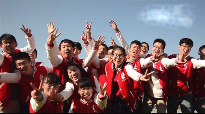 Lớp học nhà người ta: quy tụ 40 học sinh giỏi nhất các trường, nhận quỹ học bổng du học lên đến 35 tỷ đồng! - Ảnh 1.