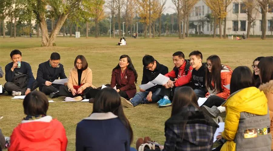 Lớp học nhà người ta: quy tụ 40 học sinh giỏi nhất các trường, nhận quỹ học bổng du học lên đến 35 tỷ đồng! - Ảnh 5.