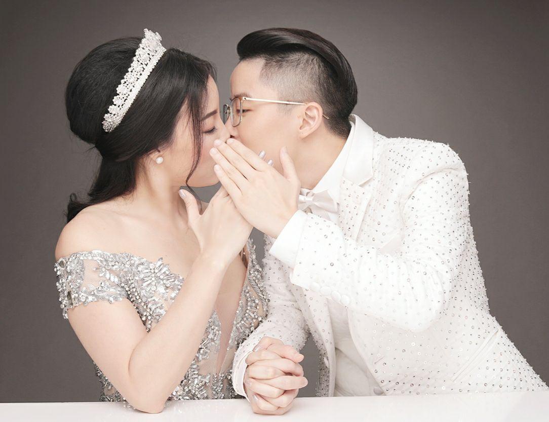 9X chuyển giới Tú Lơ Khơ kết hôn với bạn gái doanh nhân ở không gian tiệc cưới sang trọng bậc nhất Hà Nội - Ảnh 2.
