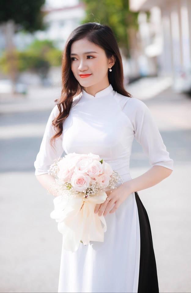 Thành tích học tập khủng của nữ sinh được thầy Phó bí thư cầu hôn ở lễ tốt nghiệp - Ảnh 3.
