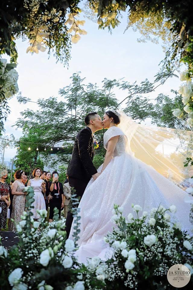 9X chuyển giới Tú Lơ Khơ kết hôn với bạn gái doanh nhân ở không gian tiệc cưới sang trọng bậc nhất Hà Nội - Ảnh 5.