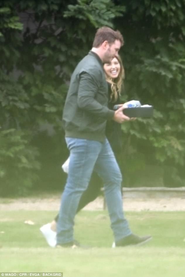 Tài tử Jurassic World Chris Pratt hẹn hò với con gái của Kẻ hủy diệt Arnold Schwarzenegger - Ảnh 3.