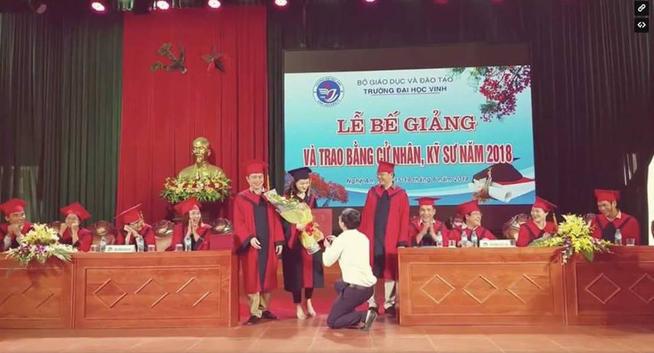 Thành tích học tập khủng của nữ sinh được thầy Phó bí thư cầu hôn ở lễ tốt nghiệp - Ảnh 1.