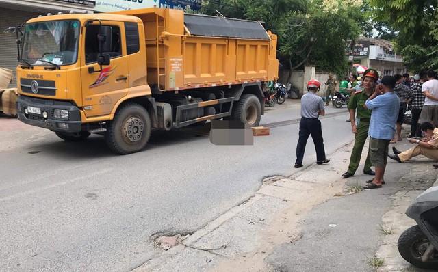 Hà Nội: Nam thanh niên tử vong thương tâm khi bị xe tải kéo lê dưới gầm gần 20 mét - Ảnh 1.