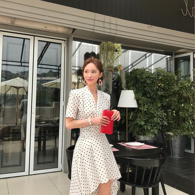 Học cách diện đồ giúp làm dịu cái nắng hè qua street style của các quý cô Châu Á - Ảnh 12.