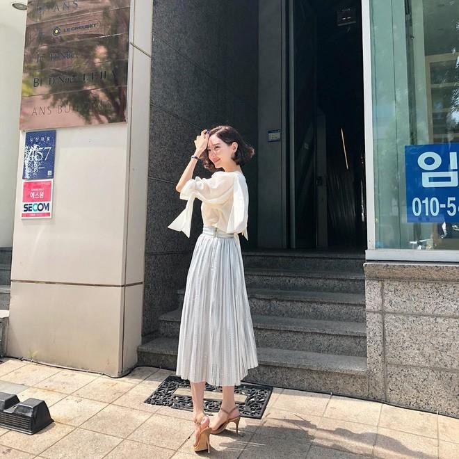 Học cách diện đồ giúp làm dịu cái nắng hè qua street style của các quý cô Châu Á - Ảnh 13.