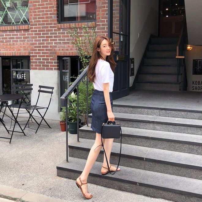 Học cách diện đồ giúp làm dịu cái nắng hè qua street style của các quý cô Châu Á - Ảnh 3.