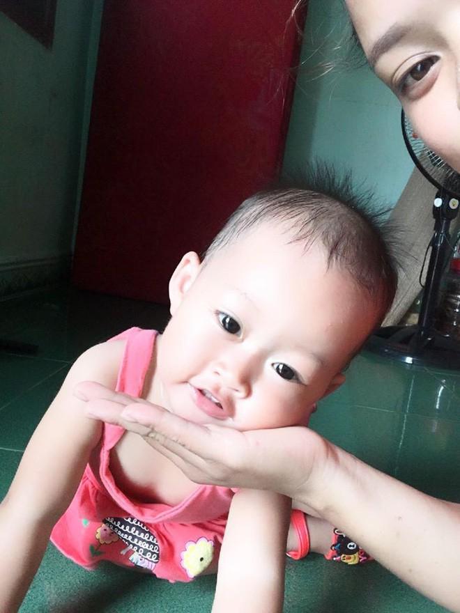 Bức ảnh con gái mè nheo đòi chui vào nhà vệ sinh cùng mẹ tưởng hài hước, nhưng câu chuyện phía sau khiến nhiều người rơi lệ - Ảnh 4.