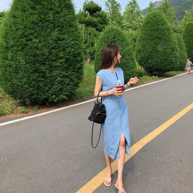 Học cách diện đồ giúp làm dịu cái nắng hè qua street style của các quý cô Châu Á - Ảnh 7.