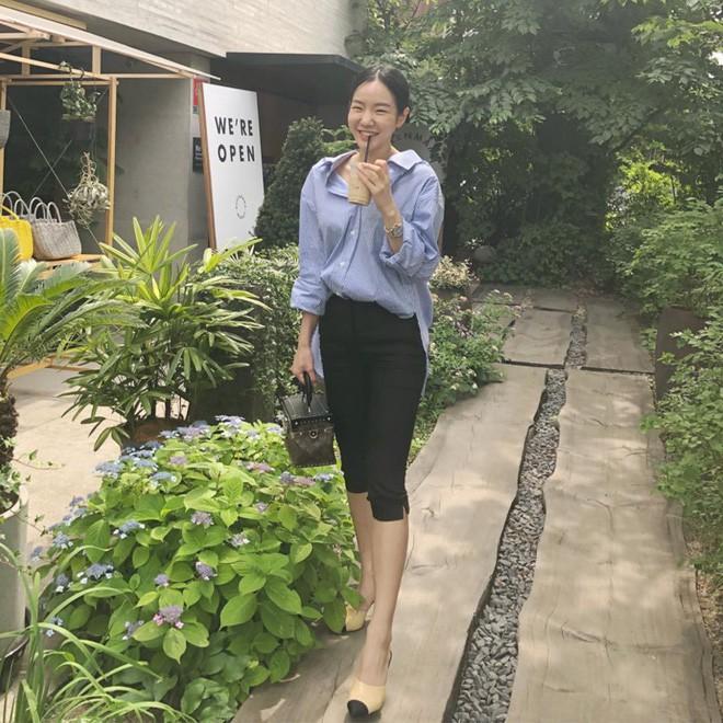 Học cách diện đồ giúp làm dịu cái nắng hè qua street style của các quý cô Châu Á - Ảnh 9.