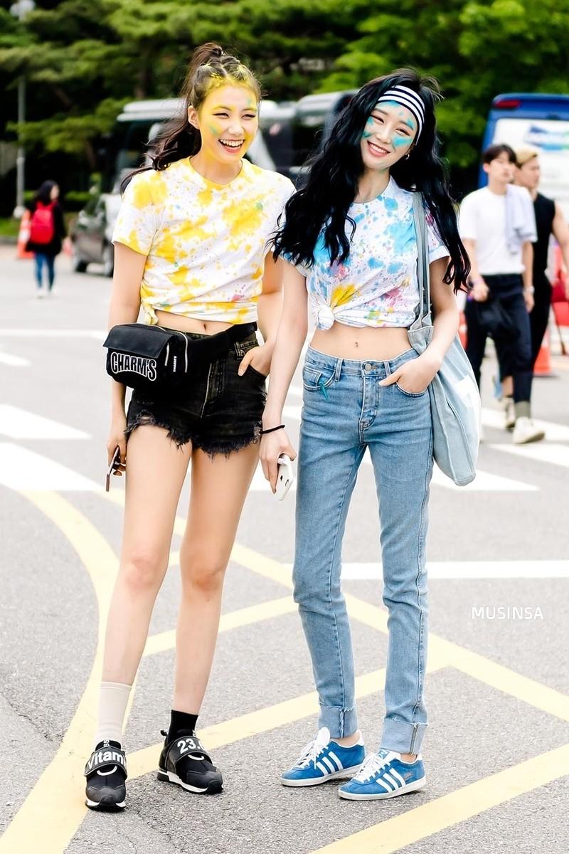 Chẳng cần hành xác, giới trẻ Hàn mặc toàn đồ thoải mái, mát mẻ mà vẫn đẹp phát thèm - Ảnh 2.