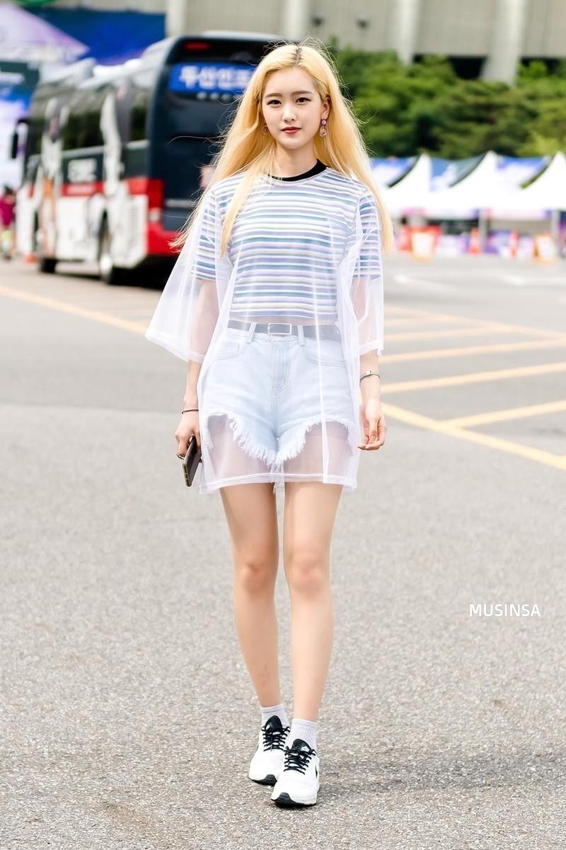 Chẳng cần hành xác, giới trẻ Hàn mặc toàn đồ thoải mái, mát mẻ mà vẫn đẹp phát thèm - Ảnh 3.