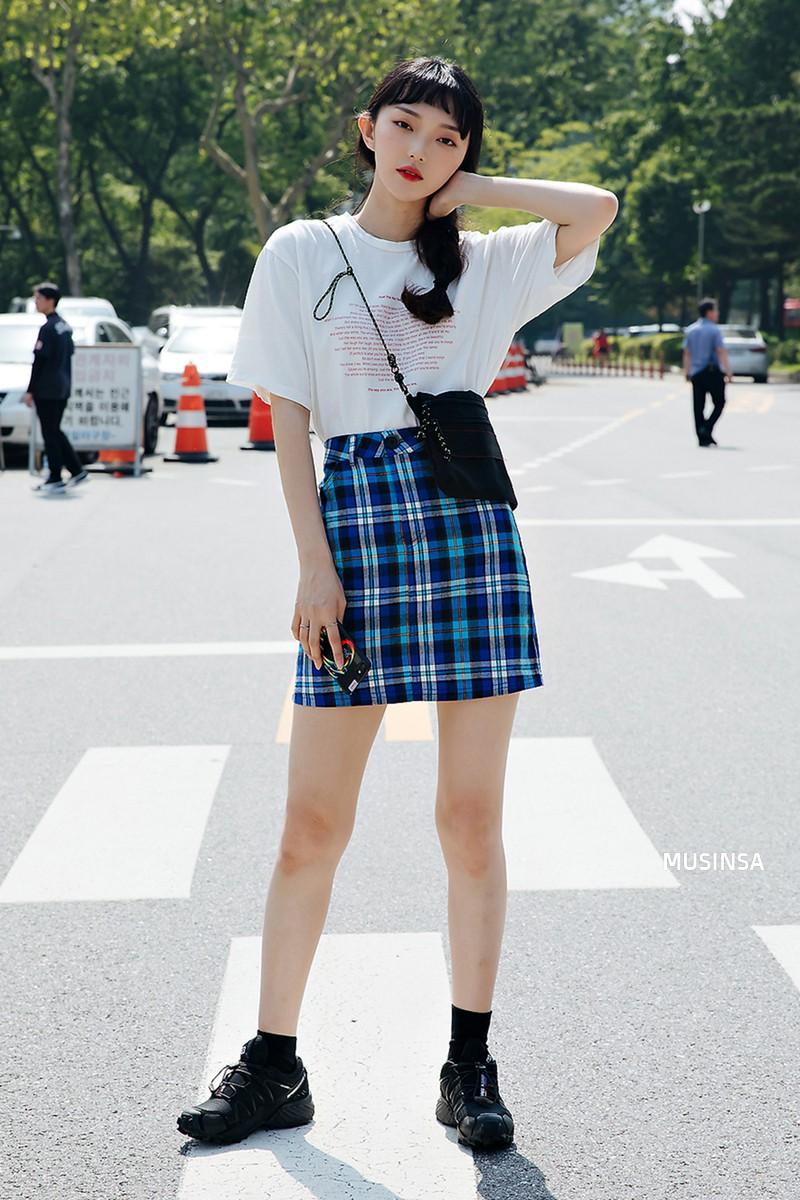 Chẳng cần hành xác, giới trẻ Hàn mặc toàn đồ thoải mái, mát mẻ mà vẫn đẹp phát thèm - Ảnh 5.