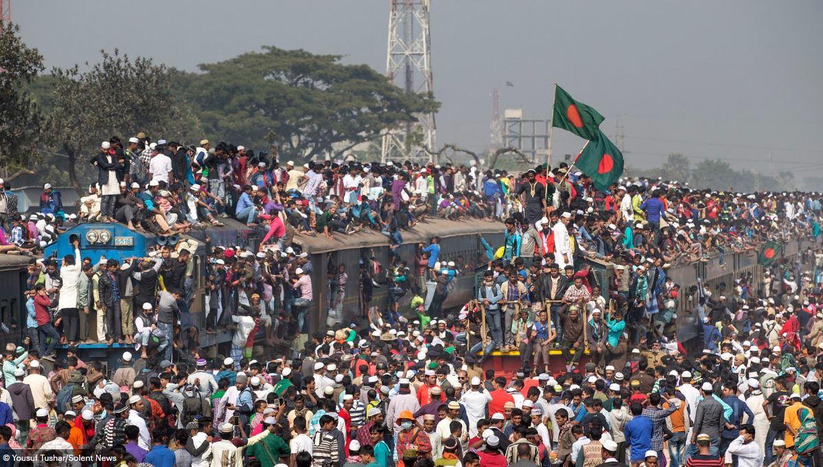 Hàng ngàn người Bangladesh chen chúc nhau ngồi lên nóc tàu để trở về nhà trong dịp nghỉ lễ - Ảnh 9.