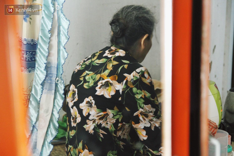 Cụ bà xa quê 11 năm, ở trọ Hà Nội để chạy thận và sống nhờ những vần thơ của chồng: Lấy người xấu trai, sau này người ta chiều mình - Ảnh 14.