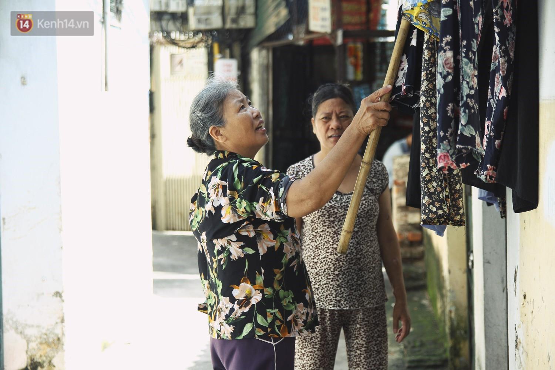 Cụ bà xa quê 11 năm, ở trọ Hà Nội để chạy thận và sống nhờ những vần thơ của chồng: Lấy người xấu trai, sau này người ta chiều mình - Ảnh 7.