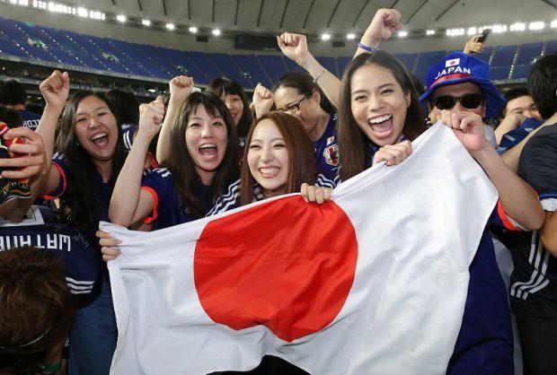 Người dân Nhật Bản đi bão, đổ ra đường ăn mừng chiến thắng gây sốc của đội nhà tại World Cup 2018 - Ảnh 16.