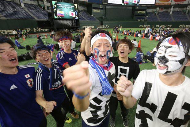 Người dân Nhật Bản đi bão, đổ ra đường ăn mừng chiến thắng gây sốc của đội nhà tại World Cup 2018 - Ảnh 5.