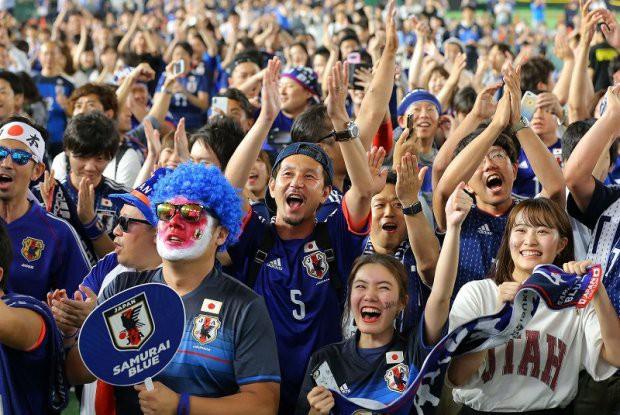 Người dân Nhật Bản đi bão, đổ ra đường ăn mừng chiến thắng gây sốc của đội nhà tại World Cup 2018 - Ảnh 7.