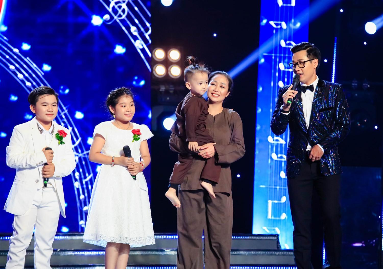 Cẩm Ly xuất thần hóa mẹ điên hỗ trợ học trò trên sân khấu 6