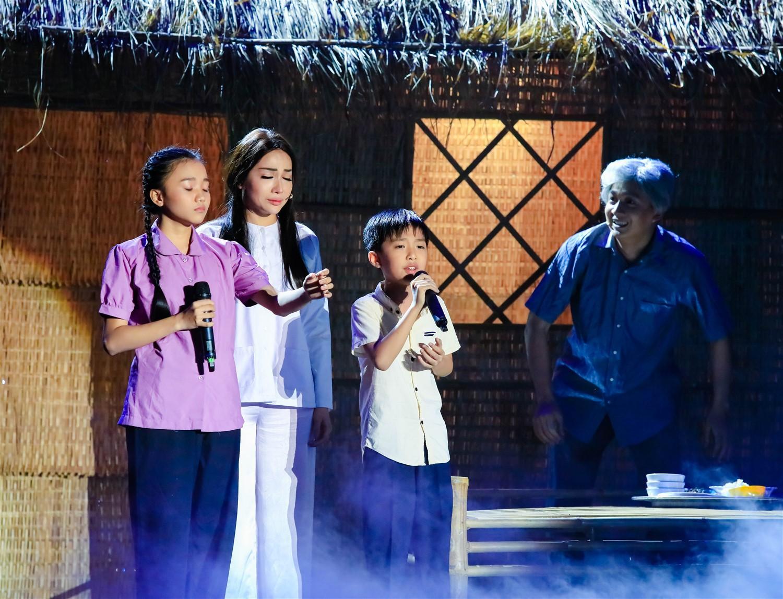 Cẩm Ly xuất thần hóa mẹ điên hỗ trợ học trò trên sân khấu 7