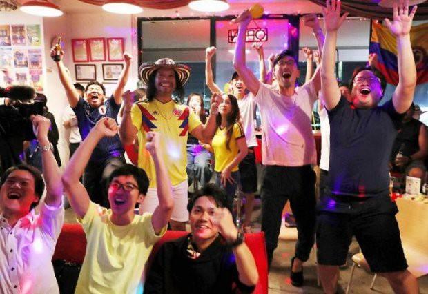 Người dân Nhật Bản đi bão, đổ ra đường ăn mừng chiến thắng gây sốc của đội nhà tại World Cup 2018 - Ảnh 21.