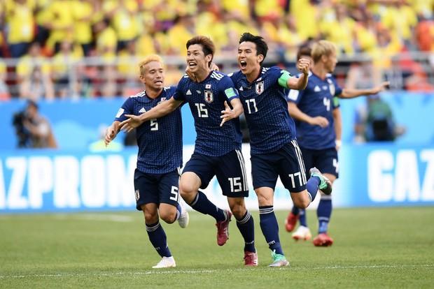 Người dân Nhật Bản đi bão, đổ ra đường ăn mừng chiến thắng gây sốc của đội nhà tại World Cup 2018 - Ảnh 1.