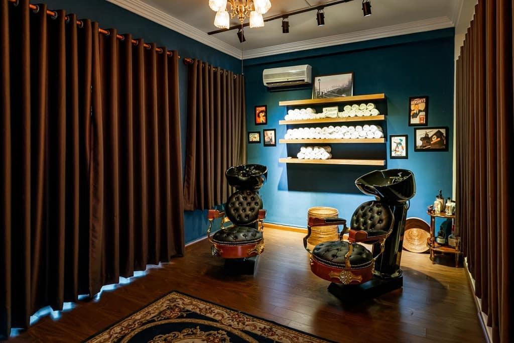 Ở Sài Gòn, nhất định phải thử ghé qua 3 tiệm này cắt tóc để trải nghiệm văn hoá quý ông - Ảnh 2.