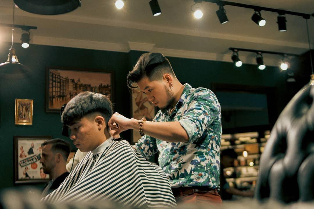 Ở Sài Gòn, nhất định phải thử ghé qua 3 tiệm này cắt tóc để trải nghiệm văn hoá quý ông - Ảnh 5.