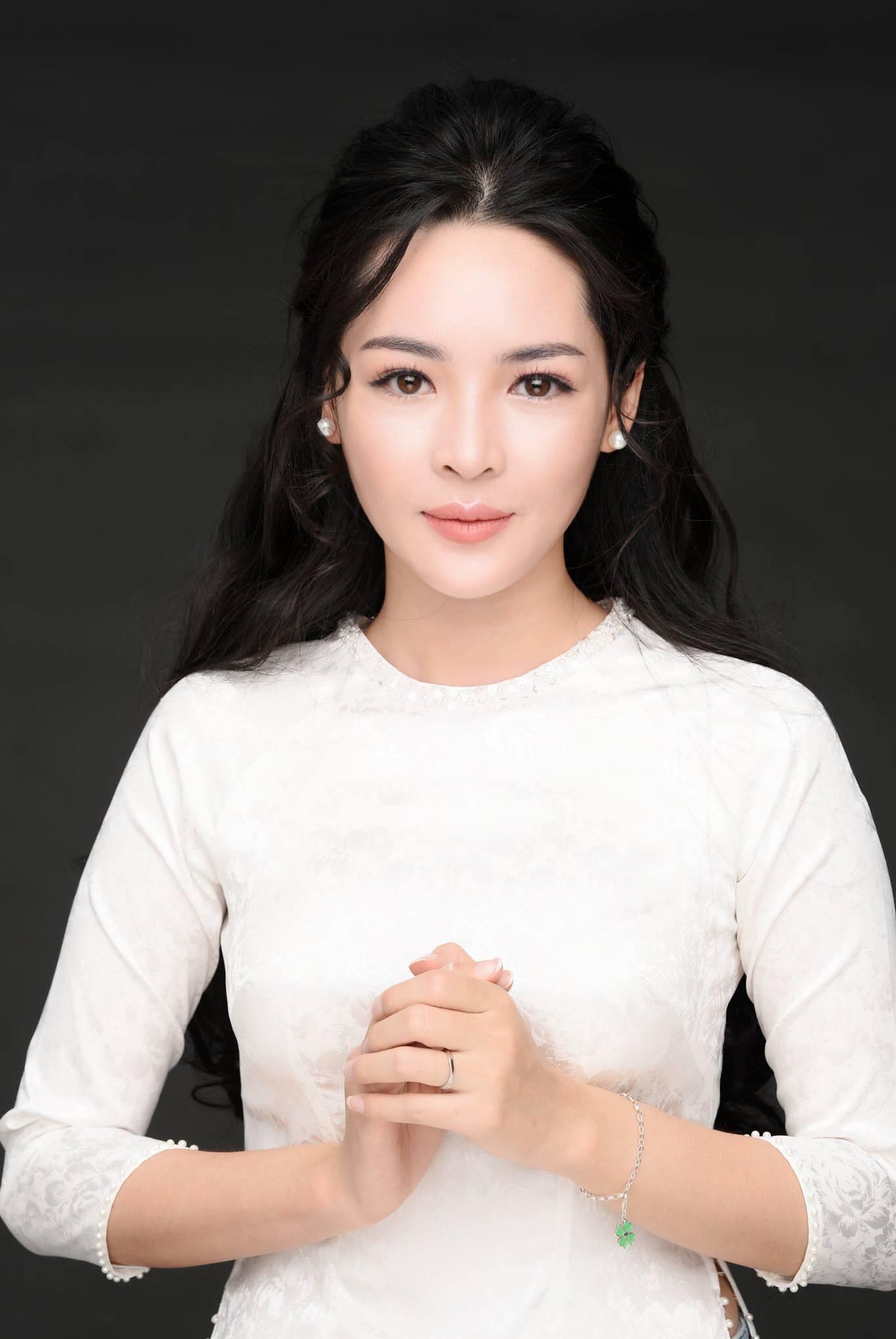 Hot girl PTTM Vũ Thanh Quỳnh trông như thế nào sau 3 năm dao kéo? - Ảnh 13.